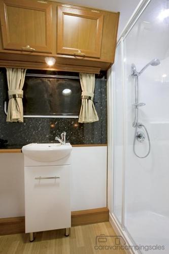 ge5412810378095190683?height=285&width=428 goldstream rv bushpack caravancampingsales com au RV Breaker Box at bayanpartner.co